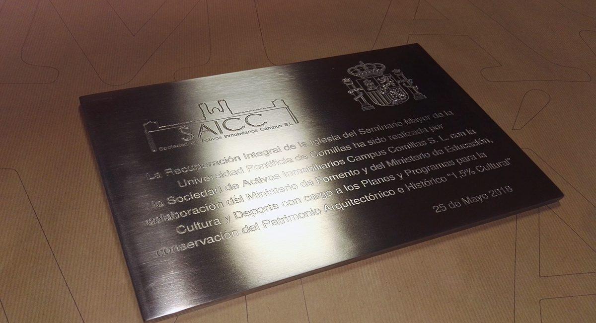 Placa de acero inoxidable maciza grabada bajorelieve NORNEÓN